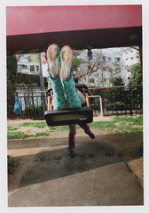 insta107 (sudoTakeshi) Tags: park film japan kids 35mm tokyo fuji brothers natura swing half fujifilm roppongi filmcamera     natura1600 halfcamera     tokyomidtown    goldenhalf