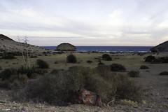 Rojo y azul en el desierto junto al mar (jlpezrecio) Tags: sunset beach andaluca spain sunsets playa almera cabodegata