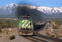 Darling in green (Moffat Road) Tags: railroad arizona mountains train smoke az bn locomotive curve winona darling bnsf exhaust burlingtonnorthern emd sd402 graintrain 7847 formersantafe milepost329