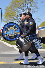 147 National Police Parade - Providence (RI) Police Pipes and Drums (rivarix) Tags: cops lawenforcement policeman pipers bagpipe bassdrum pipeband policeofficer drummajor pipemajor bassdrummer nationalpoliceparade aquidneckislandrhodeisland providencepolicedepartmentpipesanddrums