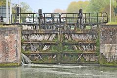 water tegemoet (emmapatsie) Tags: sluis vaart leuvensevaart boortmeerbeek schutsluis kanaalleuvendijle pontstraat sluisvanboortmeerbeek