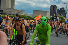 The Bicycle (Le monde d'aujourd'hui) Tags: green london bike bicycle cycle waterloobridge 2015 wnbr