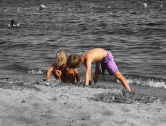 copain copine (buch.daniele) Tags: sea mer children sable enfants plage jeux