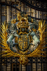 Royal Crest at Buckingham Palace Gate (kderricotte) Tags: gate europe buckinghampalace londonengland royalcrest 55210mm sonya6000