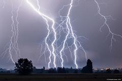 Soire lectrique en Bourgogne (suarez.christophe) Tags: storm dijon lightning bourgogne nuit orage stormchasing orages clair foudre clairs