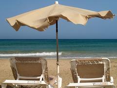 Que no se acaben... (claramunt.merche) Tags: relax fuerteventura playa canarias olympus vacaciones e500 hamacas