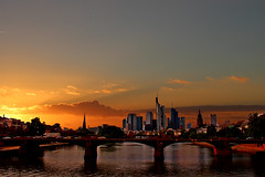 IMG_0623 so li (matthias.dietz) Tags: city sunset sun building skyscraper river sonnenuntergang frankfurt architektur fluss gebude mainhatten hochhaus frankfurtammaij