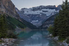 Lake Louise at Sunset (Charlie Lee.) Tags: sunset mountain canada canon nationalpark alberta pacificnorthwest northamerica banff rockymountains lakelouise banffnationalpark mountainrange canadianrockies 호수 600d 캐나다 산맥 북미 록키산맥 eos600d rebelt3i 앨버타 앨버타주