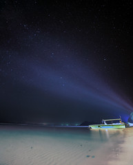 Light play and the universe (Robyn Hooz) Tags: light lamp island boat sand barca malaysia borneo bianca spiaggia notte luce sabbia isola stelle universo ponpon