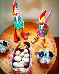 Cococoric!  #bomdia Esse  o galo de botas   #artesanatomineiro #artesanato #artesanal #artesanatobrasil #decorao #decorar #decoracao #galo #galinha (fabriciabarcelos) Tags: galinha artesanato artesanal decorao galo decoracao bomdia decorar artesanatomineiro artesanatobrasil