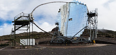 Telescop (Robin J. Michael) Tags: brown sun canon spain spiegel wide telescope braun sonne spanien mirrow panarama wissenschaft weit breit teleskop scince
