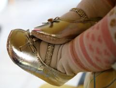 Si petite et pourtant dj si femme ... (Et si, et si ...) Tags: lily fille bb chaussures dtail 6mois fminit