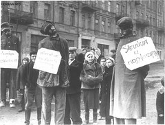 Civilians watch the execution of German soldiers and a collaborator (center) when Soviet forces recaptured Kiev. The placards on the Germans (right and left) read Murderer and Arsonist. The placard of the civilian reads (in part) Traitor, Kiev, Nov/De (Histolines) Tags: history by watch reads center right retro read part german soviet when timeline soldiers left kiev placard forces civilian 1943 placards germans execution the anatoly novdec in recaptured civilians vinatage collaborator arkhipov historyporn arsonist histolines murderer traitor 1276x968 httpifttt1pha5mr
