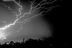 ciel d'orage (sapiens5) Tags: monochrome 35mm iso200 noir pentax lumire lot nb ciel kr et f8 nuit garonne blanc orage lectricit 2016 clair 21s claire avril10