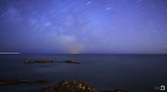 Noche estrellada ([Nelooo]) Tags: noche mar barco playa rocas oceano castelln largaexposicion vialactea