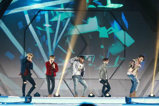 160329 SHINee @ 2016 KU Asia Music Awards' 26193578395_5a67187ec3_z