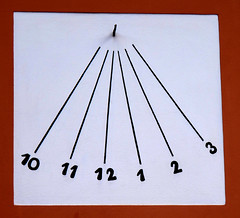 Orologio solare (Alfredo Liverani) Tags: italien italy clock faience canon europa italia sundial sundials orologio italie emiliaromagna meridiana uhr romagna faenza g12 reda solaire sonnenuhr cadran solare meridiane cadransolaire solaires sonnenuhren cadrans orologiosolare cadranssolaires canong12 faventia rellotgessolars relojessolares