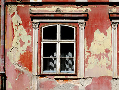Brasov Window (PM Kelly) Tags: street old travel red window paint rustic fade brasov peal dwwg