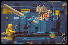 I told you that you would get stuck in there! (Priovit70) Tags: tank lego exhibition benny mrrobot minifigures classicspace norton74 cremonabricks olympuspenepl7 mattonciniallombradeltorrazzo