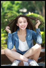nEO_IMG_DP1U0546 (c0466art) Tags: light portrait girl beautiful smile canon campus li long pretty slim natural sweet outdoor quality gorgeous leg taiwan figure ntu neo charming pure  1dx c0466art