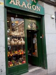 Casa Aragón. 1924. Madrid (Sahne2010) Tags: frutería comercio tiendas shops madrid frutas verduras hortalizas calabazas otoño reflejos