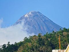Peeping Volcano (edwin.canlapan) Tags: mountain clouds volcano philippines albay mayonvolcano