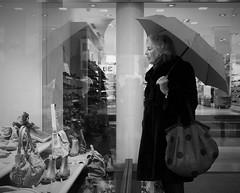 window shopping (Christof Timmermann) Tags: street rain umbrella shopping blackwhite schaufenster olympuspen siegburg christof timmermann streetfotografie