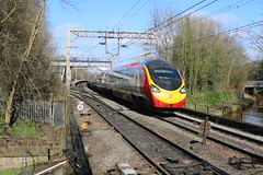 Virgin Pendolino @ Kidsgrove (uksean13) Tags: station train canon transport rail railway virgin pendolino ef28135mmf3556isusm kidsgrove 760d