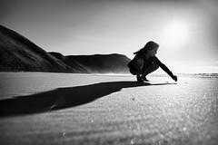 Castelejo (Antnio Alfarroba) Tags: shadow praia sand child areia sombra
