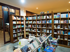 P4172975 (tatsuya.fukata) Tags: food thailand book cafe samutprakan steelroses