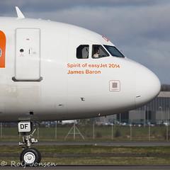 G-EZDF Airbus A319 Easyjet Glasgow airport EGPF 07.04-16 (rjonsen) Tags: plane airplane nose james airport spirit glasgow aircraft cockpit airbus flightdeck baron easyjet 2014 a319 egpf