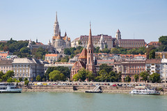 Fishermen's Bastion (Erik Strahm) Tags: castle church river hungary hill budapest matthias bastion hu castlehill fishermens fishermensbastion matthiaschurch europe2015