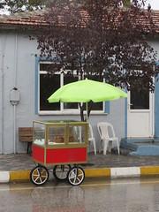 Met plu (Merodema) Tags: wet rain umbrella chair nat cart stoel vending regen brella paraplu bankje verkoop citw karretje
