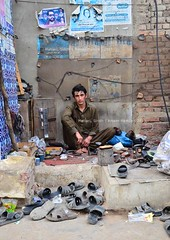 Shoe man, Matiari (Ameer Hamza) Tags: pakistan shoes boots polish pathan ppa pashtun 2013 pakistaniphotographer matiari ameerhamzaadhia pakistanitraveller ameerhamzaphotography
