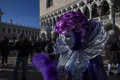 VENEZIA. AL CENTRO DELL'ATTENZIONE. (FRANCO600D) Tags: canon sigma carnevale venezia maschera veneto posa rivadeglischiavoni eos600d franco600d