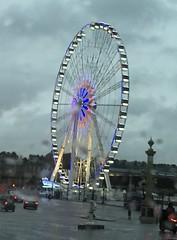 Somewhere... (laurent.paulre) Tags: paris gris grande couleurs pluie concorde rue laurent roue paulre