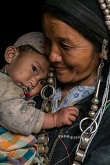 Akha Noukouy mother and baby (Laura Jacobsen) Tags: laos hilltribe akha phongsaly phongsali akhanoukouy