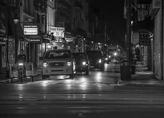 LA  VIDA CONTINUA (Jhonny Peralta) Tags: shooting neworleans deviaje street medianoche canon5d 70200mm fotografía blancoynegro