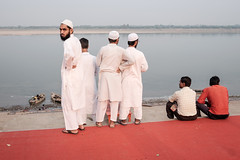_DSF4994 (travelstreetmodel) Tags: india look glare muslim islam watch streetphotography observe varanasi stare fujichrome travelphotography fuji23mm fujixt1