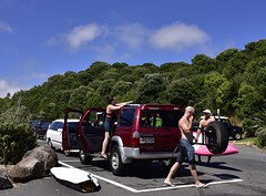 Unloading surfboards (D70) Tags: new newzealand men wagon women surf skin diesel engine x zealand nz topless toyota waikato 1997 surfboards ssr raglan hilux unloading 2985cc hpq759