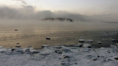 Sea smoke before sunrise at -22°C (Kallahti, Helsinki, 20160106) (RainoL) Tags: winter cold finland geotagged dawn helsinki january balticsea helsingfors fin seasmoke vuosaari 2016 uusimaa nyland kallahti kallahdenniemi frostsmoke kuningatar kallvik steamfog 201601 drottningen nordsjö kallviksudden merisavu 20160106 geo:lat=6018405892 geo:lon=2515239768