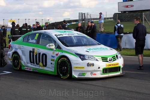 Rob Austin arrives on the grid during the BTCC Donington Weekend: 17th April 2016