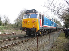 50017 Royal Oak departs Wymondham Loop, MNR Mid-Norfolk Railway  Diesel Gala 01.04.16 (Trevor Bruford) Tags: english heritage electric oak diesel loop royal engineering rail railway hoover network southeast ltd gala ee vac boden wymondham nse mnr brel d417 50017 midnorfolk