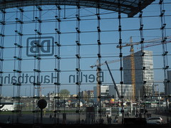 Berlin _Hbf_01 (Kurrat) Tags: berlin bahnhof hauptbahnhof architektur ausflug kran glas ausblick fassade reise stdtereise