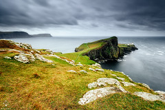 Neist Point (Antonio Carrillo (Ancalop)) Tags: sunset lighthouse mountains skye canon point landscape atardecer scotland soft isleofskye paisaje escocia 09 lee antonio isle 1740mm carrillo montaas ecosse neist gradual canon1740mmf4l gnd neutraldensity neistpoint densidadneutra 5dmarkii highlads ancalop leesoft09gnd wwwantoniocarrillocom