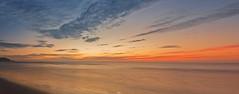 La arena, el mar y el cielo se confunden (Daniel Fotografia :)) Tags: light sunset red sea orange naturaleza sun luz sol nature atardecer mar playa per arena cielo nubes desierto cerros infinito anaranjado airelibre largaexposicion tumbes puntasal