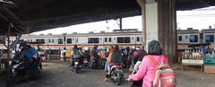 5detik lagi, perlintasan sebidang liar (Nurachman Hafizh) Tags: train under commuter biker interest flyover kranji bekasi