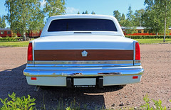 1991 Chrysler New Yorker (crusaderstgeorge) Tags: j sweden gvle newyorker 1991 sverige chrysler americancars whitecars gvleborg americanclassiccars jrnvgsmuseet americancarsinsweden 1991chryslernewyorker