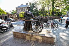 Molly Malone (lukedrich_photography) Tags: road street ireland sculpture dublin history car bicycle statue bronze canon island europa europe european basket culture irland molly motorcycle celtic cart mussel scallop isle graftonstreet anthem irlanda irlande mollymalone  republicofireland 13june ire     cocklesandmussels     jeannerynhart   thetartwiththecart   airlann  indublinsfaircity  bailethacliath t1i canont1i irinn  mollymaloneday trollopwiththescallop
