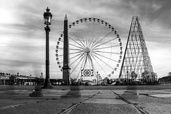 la roue 2 corrigée (gilles207) Tags: paris place reflet concorde lampadaire roue pavée obélique